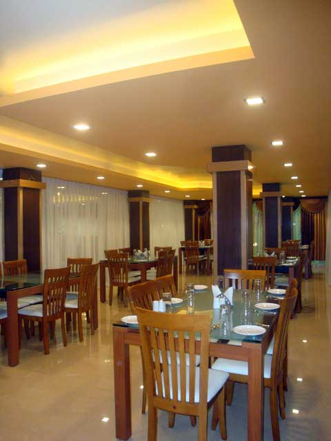 Multi Cuisine Restaurant - Hotel Hilltop International